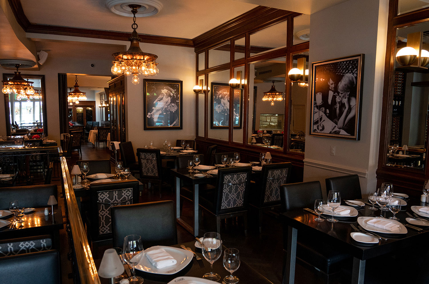 Olivers-Steak-House-Oakville-Canada-atmosphere-10