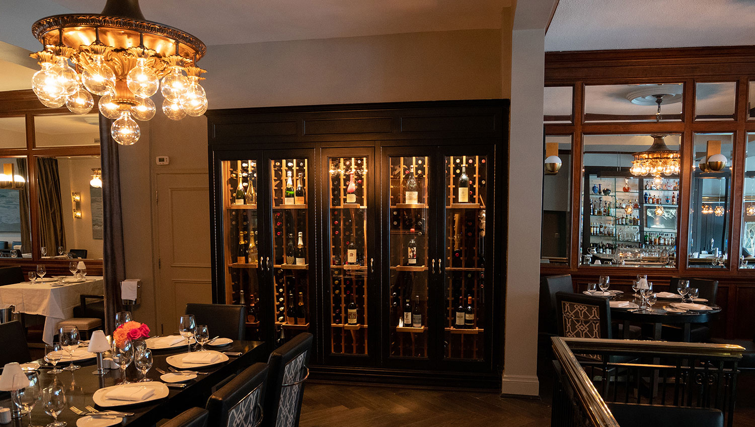 Olivers-Steak-House-Oakville-Canada-atmosphere-12